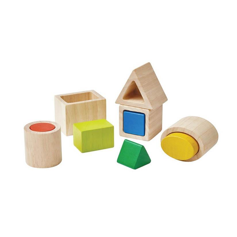 Juguete de madera con piezas para encajar y construir