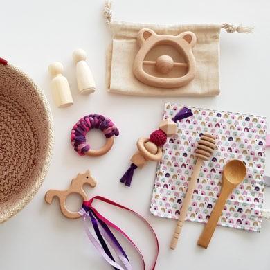 cesto tesores juguetes de mader y tela para bebés